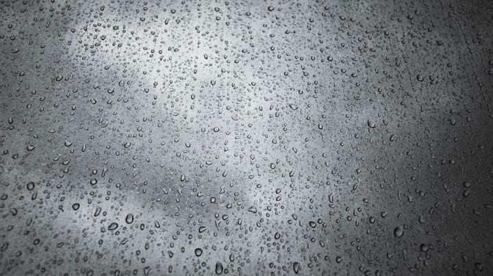 raindrops-3216607_1920.jpg