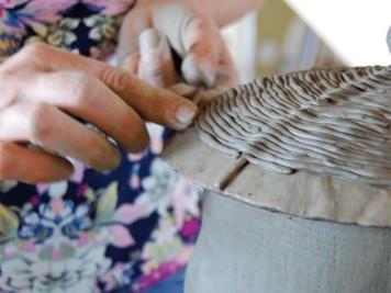 cazare-intr-un-castel-de-poveste-si-modelare-ceramica-de-cucuteni